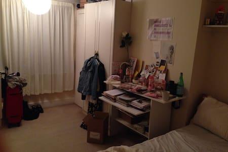 Double room in Epsom Surrey - Epsom - House
