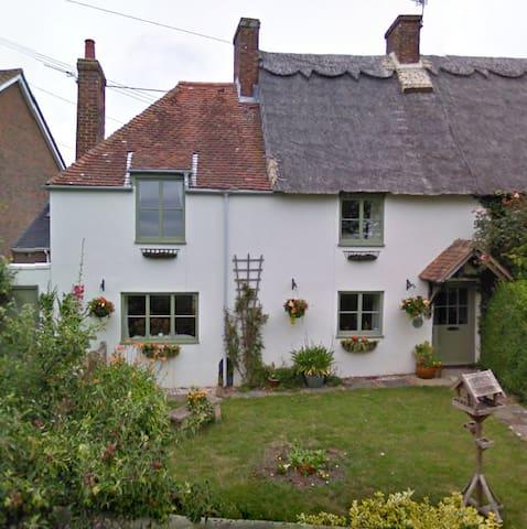 Beautiful 400 y/o Thatched Cottage - Bosham - Huis