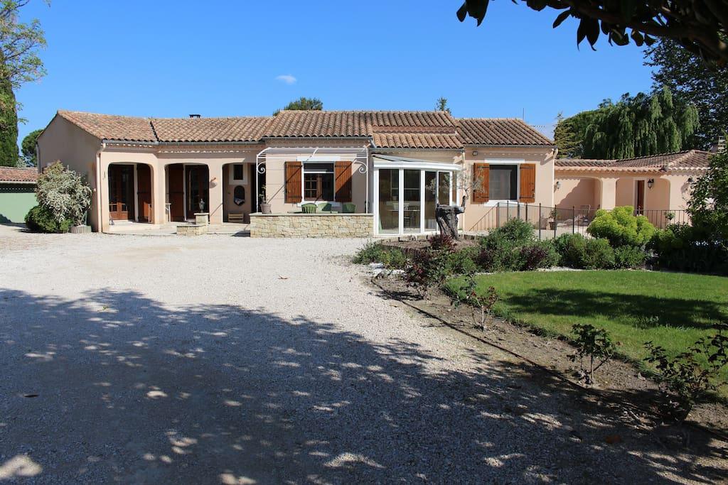 Villa avec piscine sarrians maisons louer sarrians for Location villa cote d azur piscine