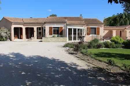 Villa avec piscine à Sarrians - Sarrians