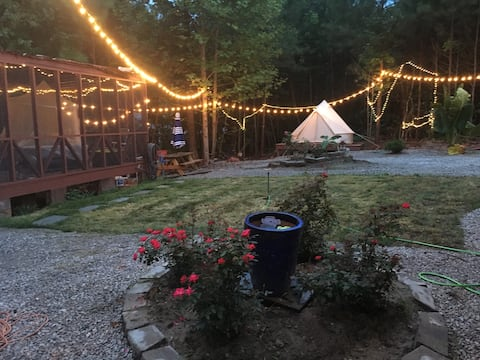 Boating and Glamping with lakeshore  access!!