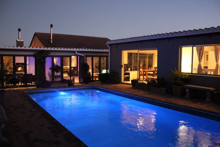 Bright and Beautiful in the Deep South - Cape Town - Townhouse