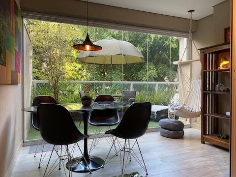 Modern studio with green balcony in Vila Madalena