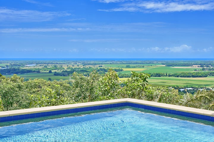 Coral Sea Views Retreat, Cairns - 5Rooms Sleeps10