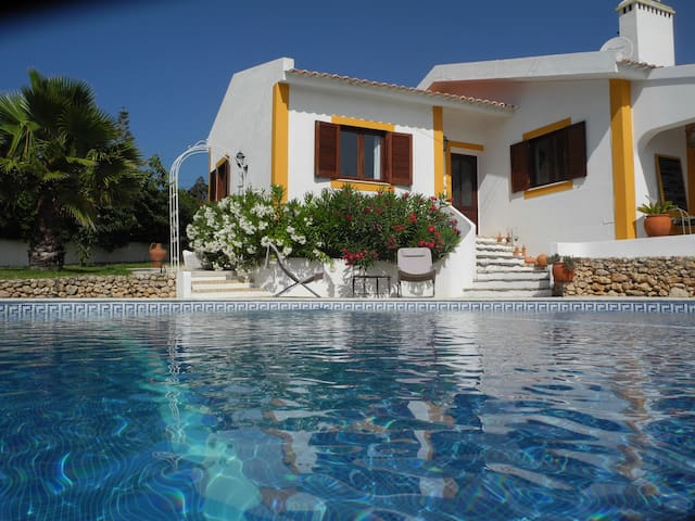 Happy life in Casa de Luz, close to the beach