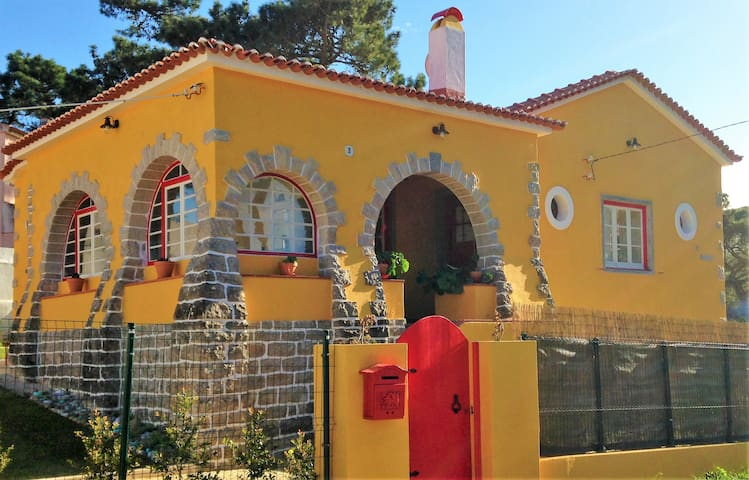 Barca Charm House-(Beach, Golf, Monuments, Trails) - Colares - Hus