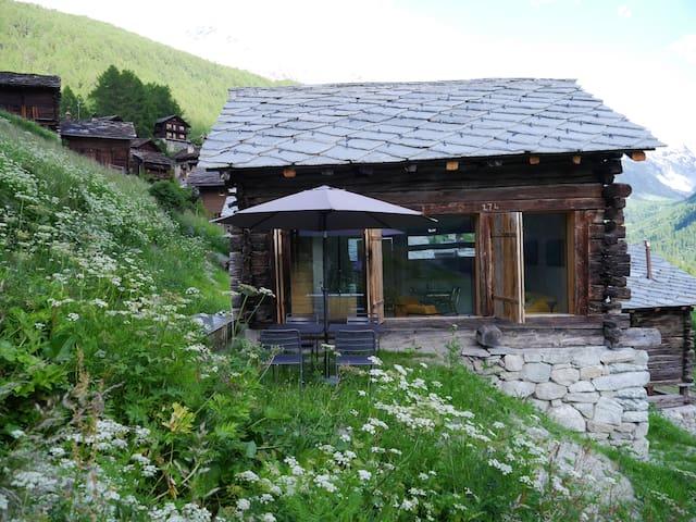 mayen à Jean, Val d'Hérens, Valais, Sion, Suisse - Evolène - Cabaña