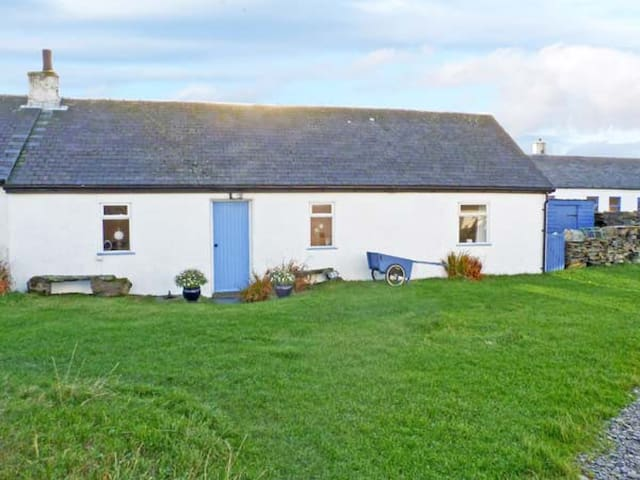 33 EASDALE ISLAND, pet friendly, with a garden in Oban, Ref 936252