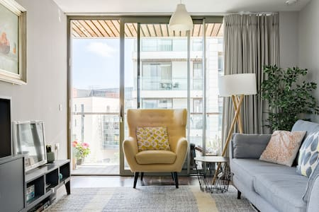 Water View Apt With Balcony in Titanic Quarter