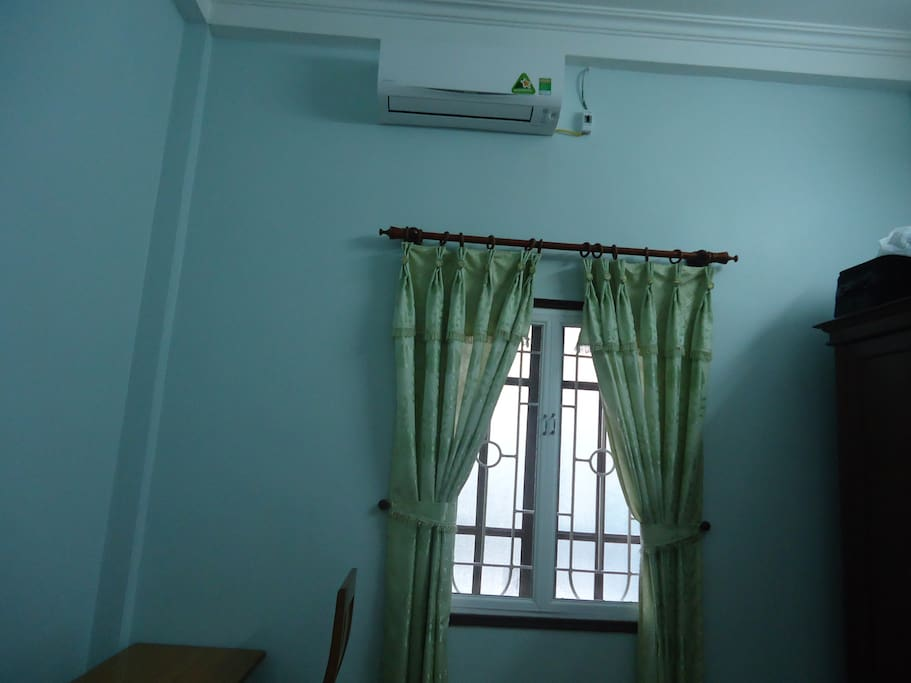 Room 2:New air conditioned and good quality