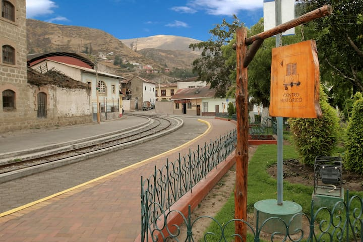 Quadruple room share bathroom near the train - Alausi