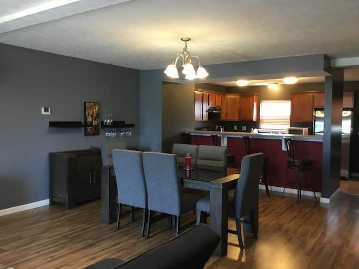5 Minutes from downtown. Private suite. Near CWRU!
