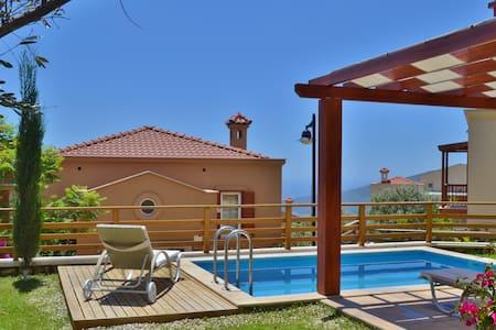 Villa Zeytin  - stunning 3 bedroom villa with pool - Kalkan Belediyesi - วิลล่า