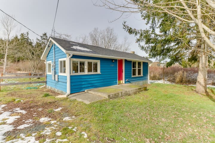 Updated home close to everything w/ large yard & deck - 2 dogs welcome!