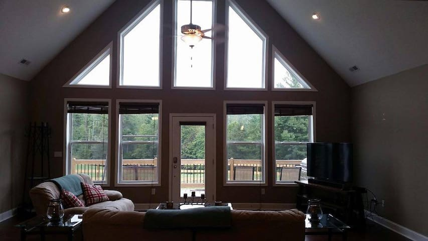 Brand NEW Mountain Retreat - Hendersonville - House