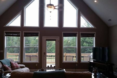 Brand NEW Mountain Retreat - Hendersonville - Casa