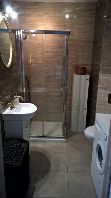 piękna nowoczesna łazienka
