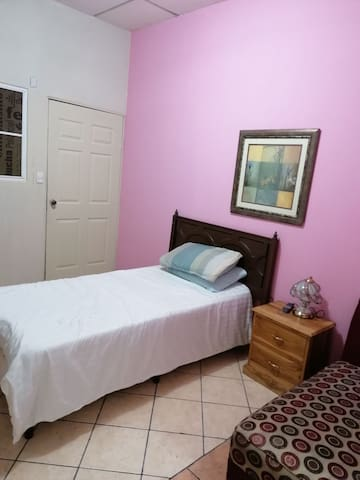 Suites Atitlán, a una cuadra de Metrocentro