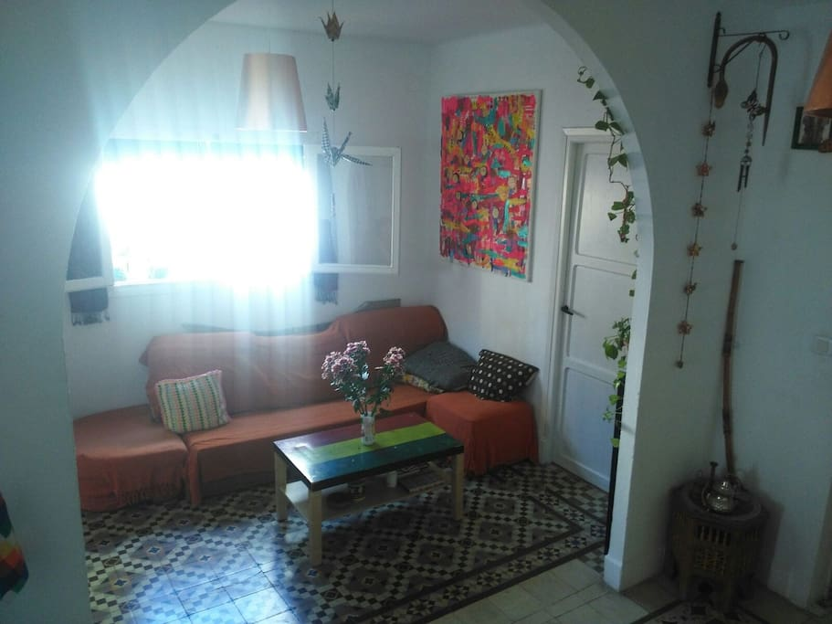 Este es el salón de la casa. Zona común. Puedes disfrutar de él y su encanto.