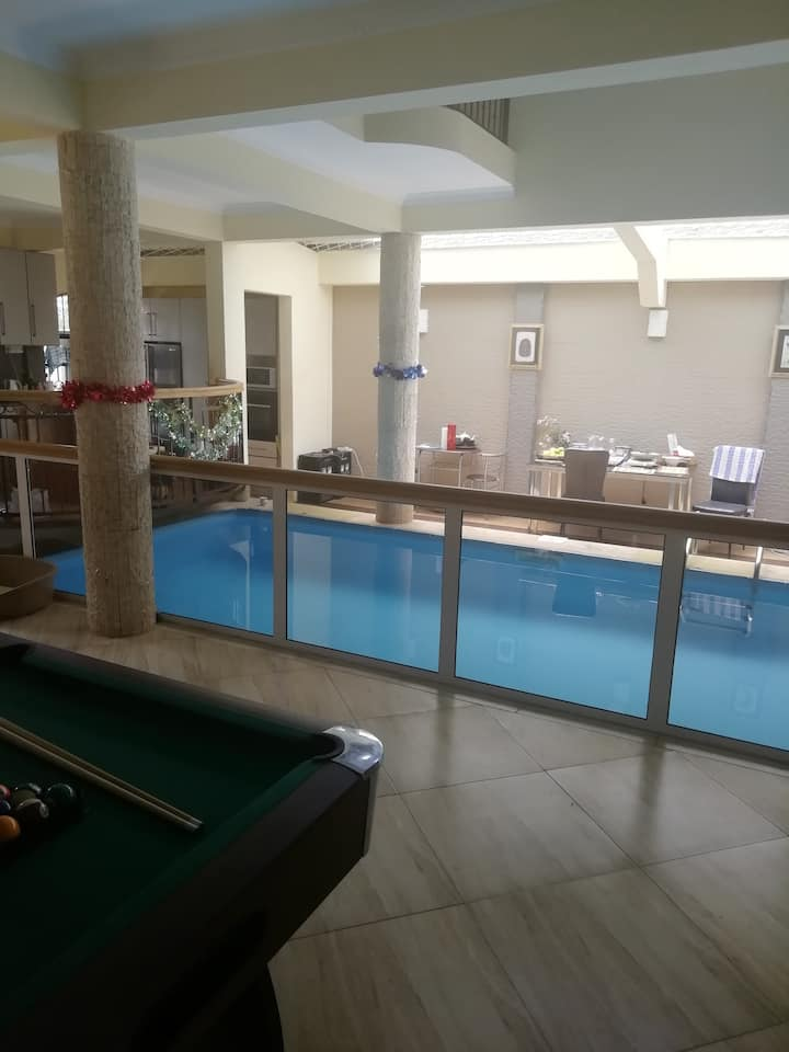 Large Villa with indoor Pool Guesthouse
