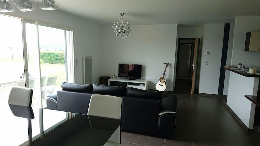 Maison moderne avec jaccuzzi - Orleix - Casa