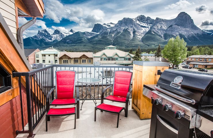 The Lookout - Top Floor Corner Unit 2 Bed / 2 Bath