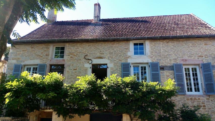 Chambre reposante dans une maison Bourguignonne