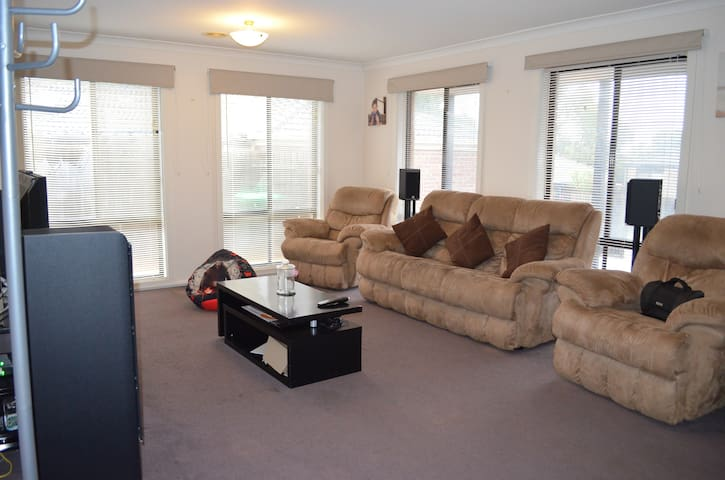 Whole house, kids will be entertained - Carrum Downs - Casa