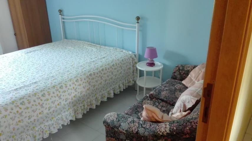 stanza azzurra con bagno privato