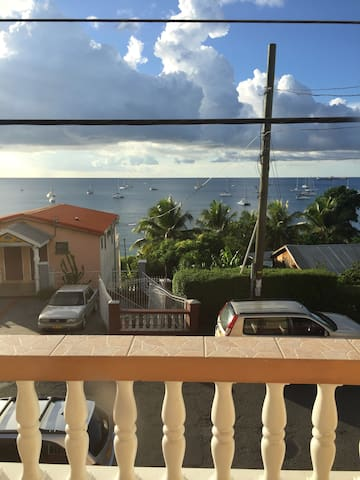 Beautiful Ocean View Apartment - Amazing Location - Pis