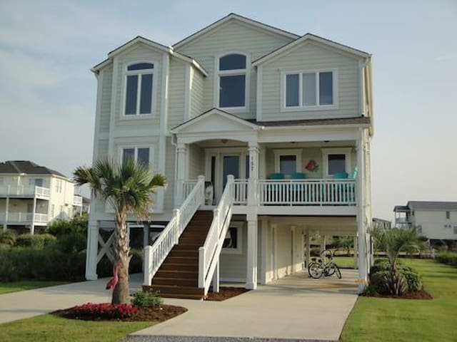 Beautiful 4 bedroom, 4 1/2 bath home with Ocean Views, private access to an Intr