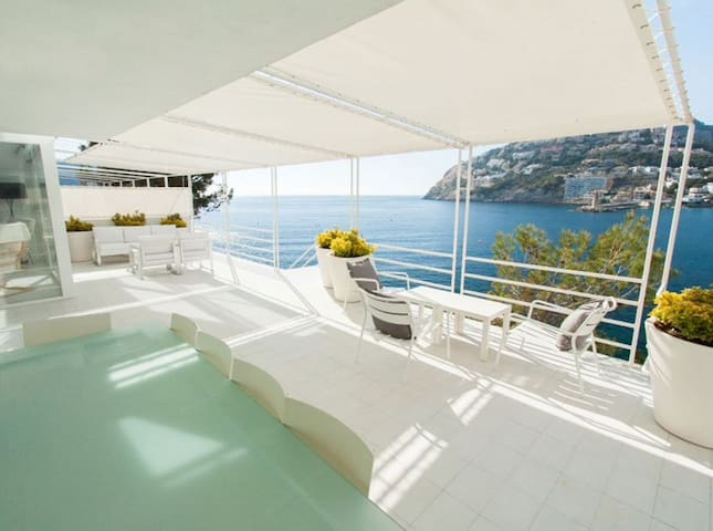 Fantastic Villa over the sea