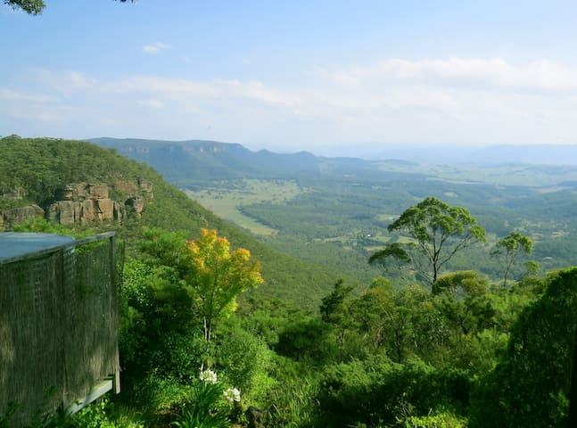 Moonya - mountain cottage with sensational views! - Mount Victoria - Rumah