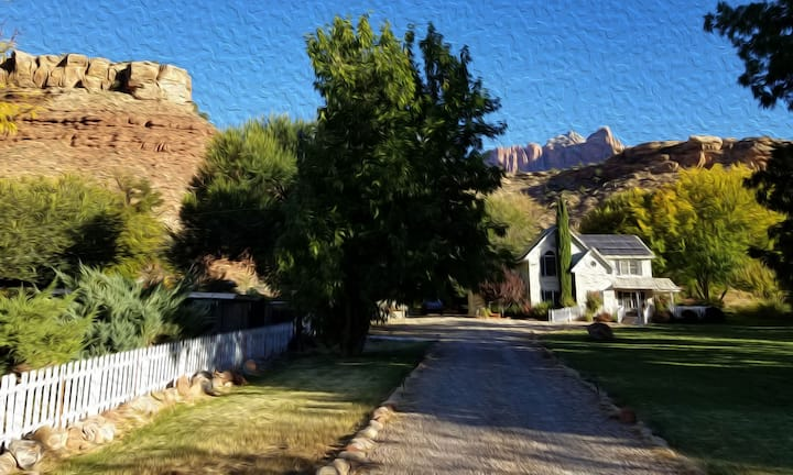 Enjoy Zion Canyon's 2 Cranes Inn all to yourselves