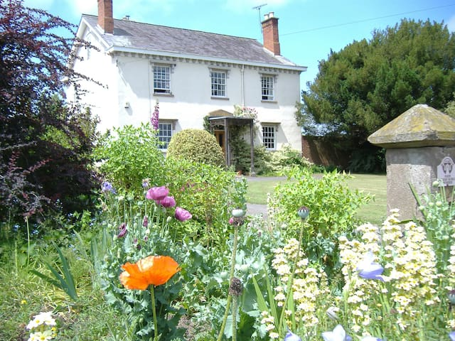 Haynall Villa Farmhouse B&B nr historic Ludlow
