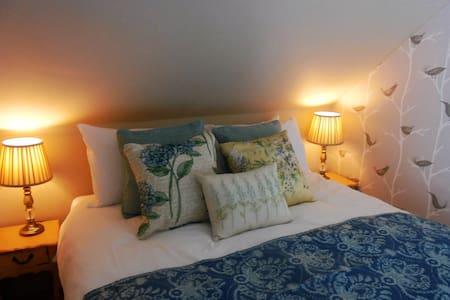 George Inn, Luxury Apartment Rosemary +  Parking - Bed & Breakfast