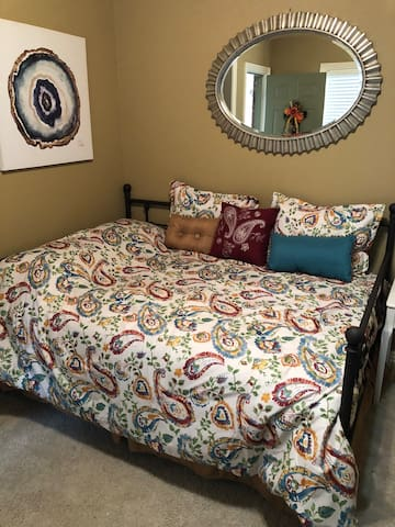 Full sized Daybed