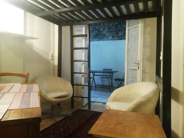 House Studio, charming terrace and two double beds