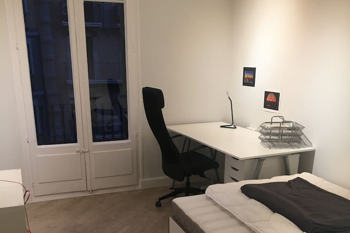 Nice and spacy private room in the city center
