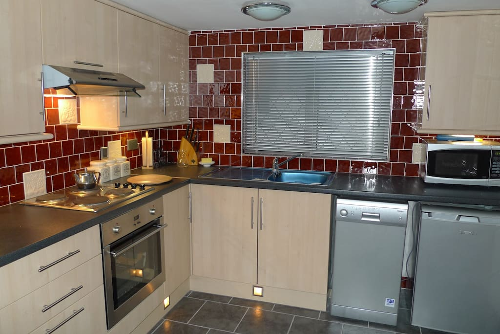 Full equipped kitchen with dishwasher and all utensills