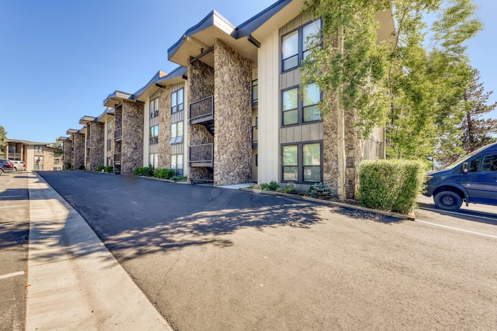 Mountain & lake views from this Lake Cliffe condo - clubhouse access!