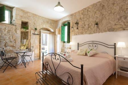 """""""Carruba""""Ragusa Ibla camera con bagno privato"""