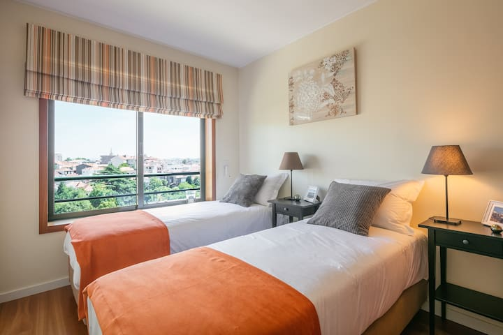 Room - Single bed setting