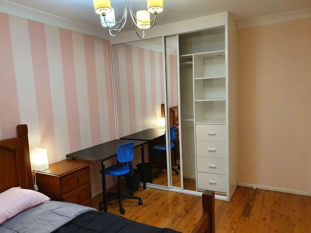 Room in Rockdale with air condition