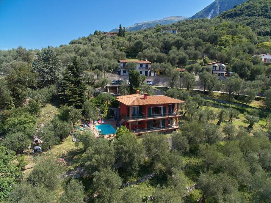 malcesine single personals Discover malcesine and mount baldo for your hotel dolomiti is an old house dating from double bed or single beds with new hypoallergenic semi orthopedic.