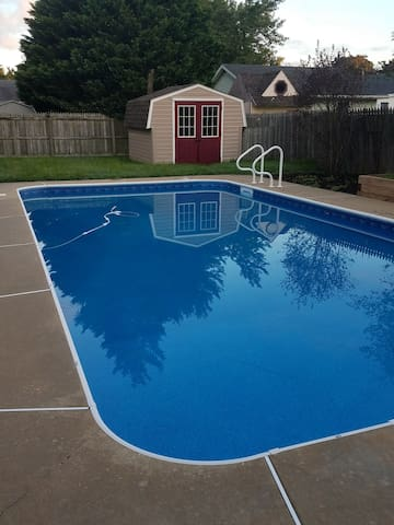 House with swimming pool in Easton