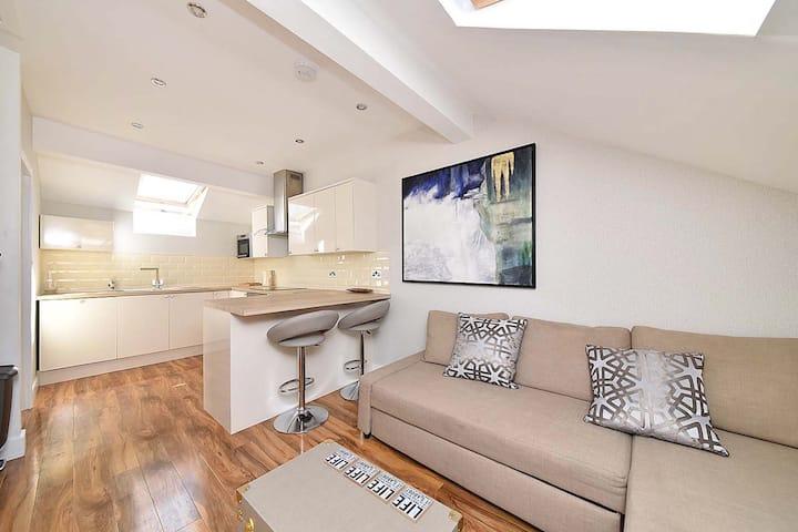 Town centre loft apartment - 2C Slaters Court