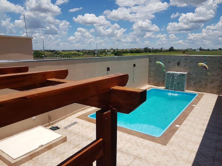Ótima casa, 4 quartos com ar condicionado/piscina