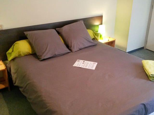 Bedroom 4 - Double - Queen Bed