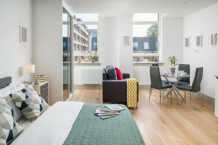 Stylish Modern flat in Seven Sisters London